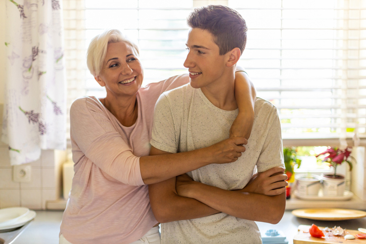 Drie veilige manieren om jouw puber te laten merken dat je met hem meeleeft
